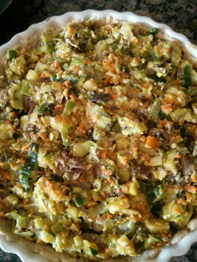Pastís de carn i verdures de brou, emmotllem la farça del pastís