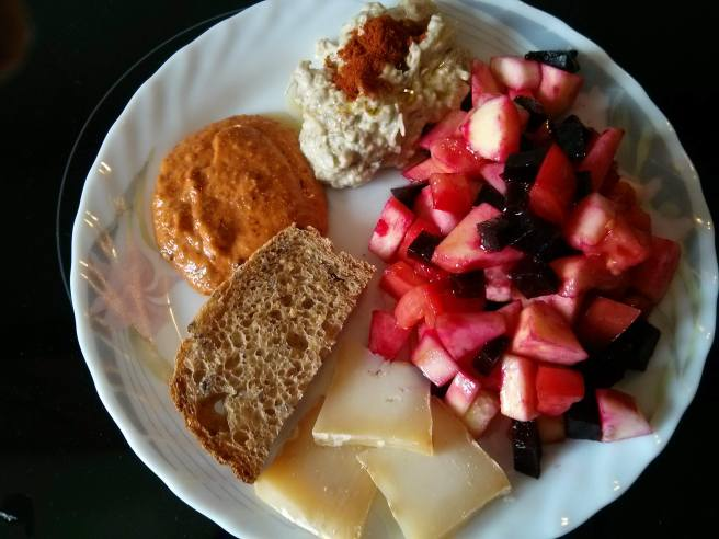 #Plat10: amanida, formatge, mutabal i romesco