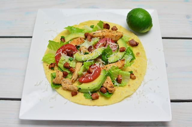 """""""Tortilla with chicken and Avocado and Tomatoes"""" de Marco Verch, al Flickr"""