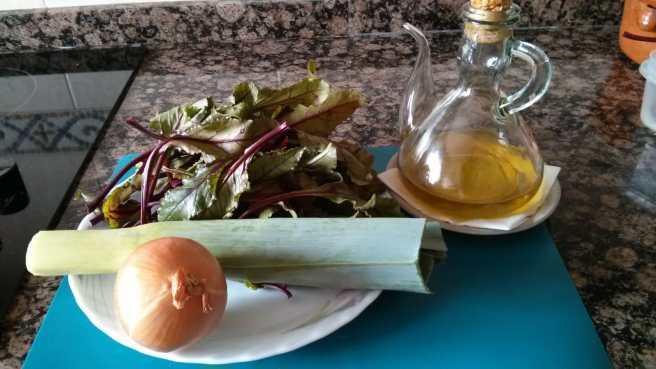 Quiche de fulles de remolatxa, ceba i porro, ingredients